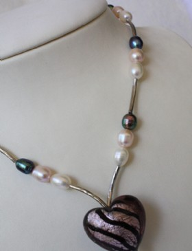 Three coloured pearls-murano heart necklace