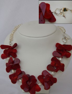 Red corals and white pearls necklace
