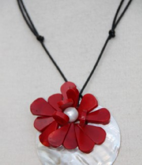 Mother of pearl-red corral necklace