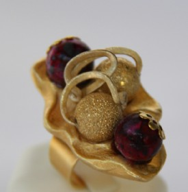 Golden rombus ring-red beads
