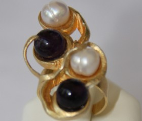 Metallic golden ring-pearls,amethyst
